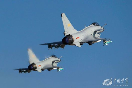 J-10 Fighter Planes Refueled In The Air