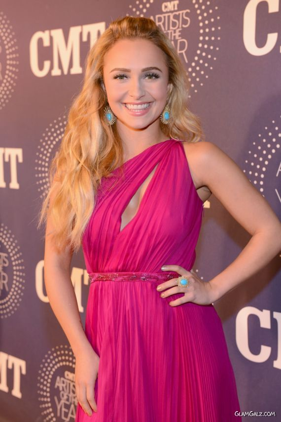 Beautiful Hayden Panettiere At CMT Artists Awards