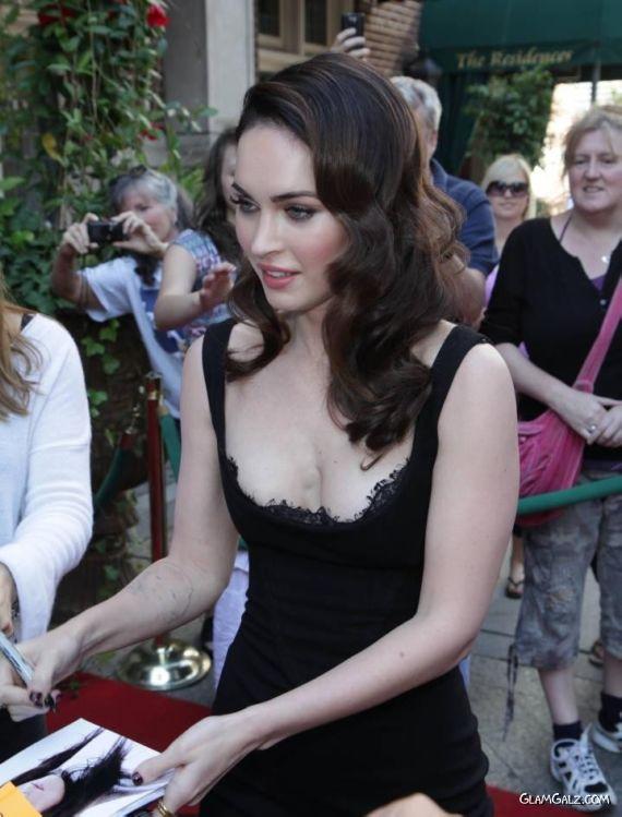 Gorgeous Megan Fox Giving Autographs