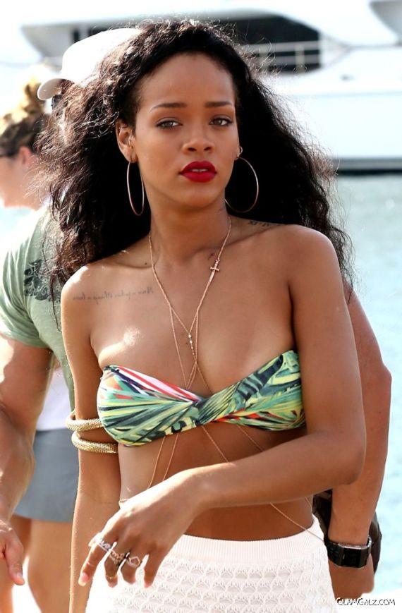 Rihanna Shopping At Portside In France