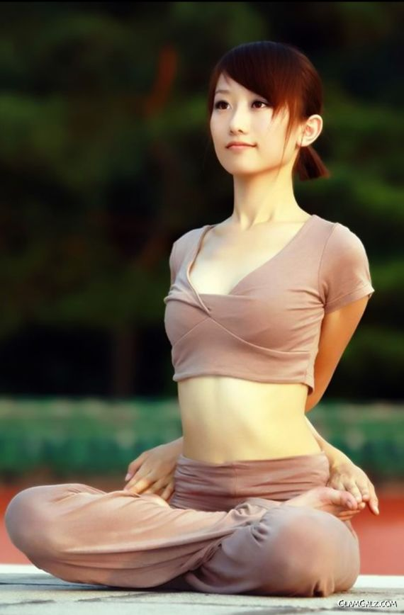 Learn Yoga With Sweet Singapore Beauty