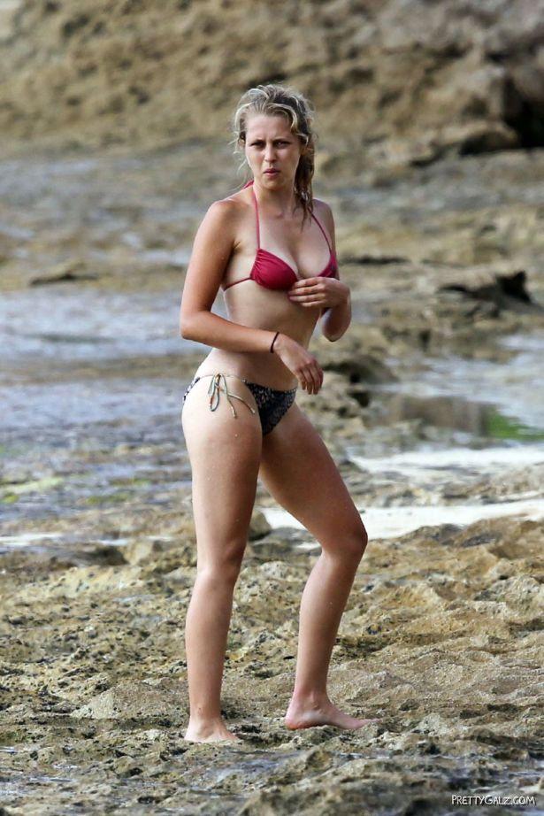 Teresa Palmer In Bikini At The Hawaii Beach
